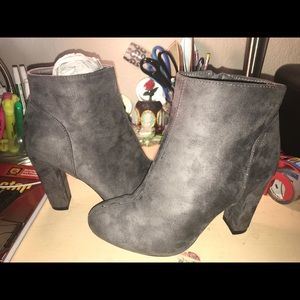 Shoes - Cute Gray Ankle Boots